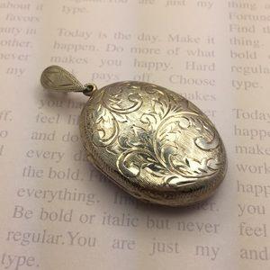 Jewelry - Vintage silver locket